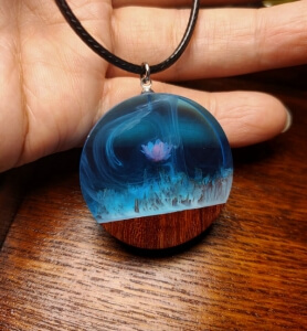 flower resin pendant