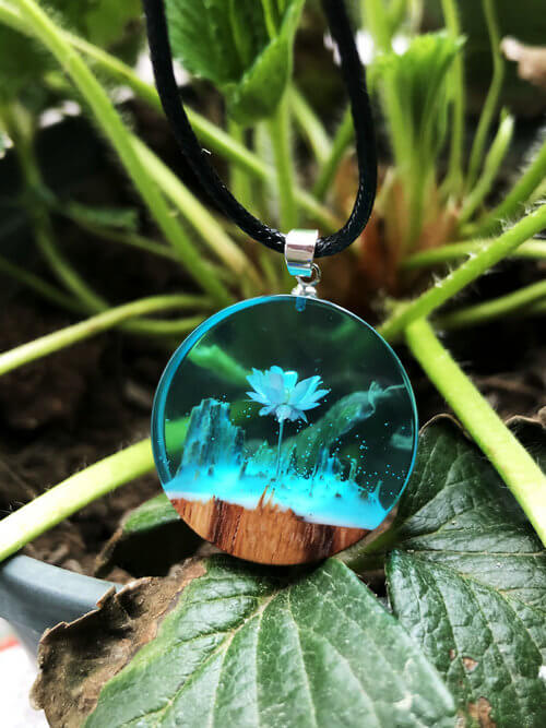 flower resin pendant